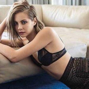 Willa Holland leaked pics