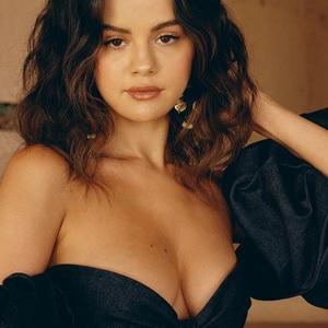Selena Gomez leaked pics